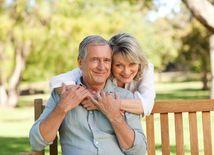 dôchodci, dôchodok, starci, starý človek, starý otec, stará mama,