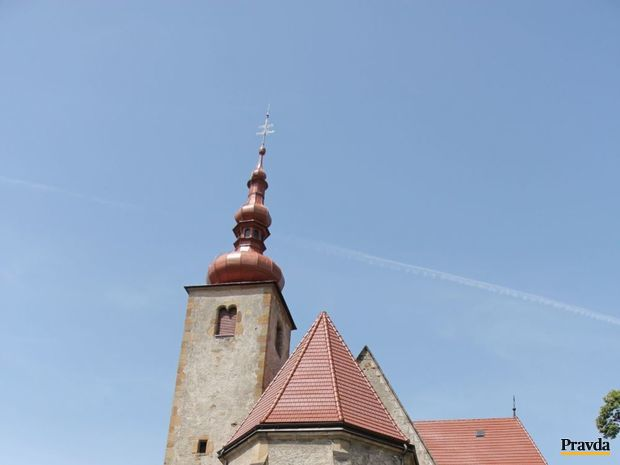 kostol svätého Petra z Alkantary, Liptovský Mikuláš, Okoličné