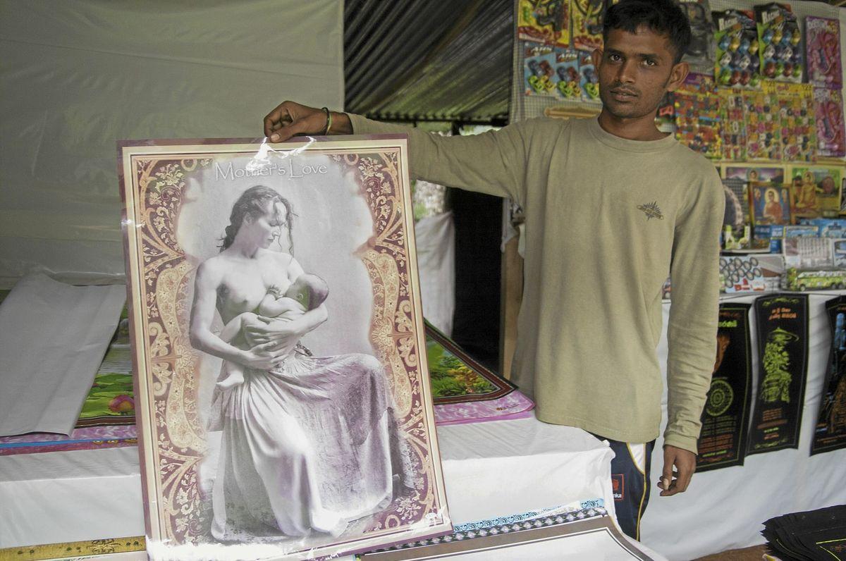 Takto pozmenená fotografia sa s nápisom Materinská láska objavila na Srí Lanke.