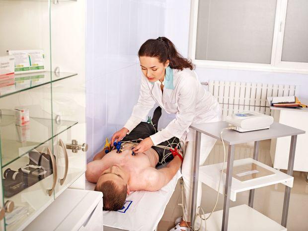 lekár, pacient, operácia, EKG