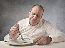 obezita, depresia, tučný muž, priberanie, jedlo, jedenie