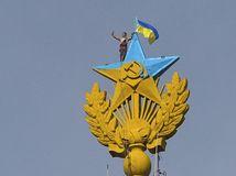 Moskva, Rusko, hviezda, Ukrajina, demonštranti, farba, žltá, modrá, hviezda