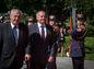 Na snímke zľava prezident ČR Miloš Zeman a prezident SR Andrej Kiska prichádzajú na oslavy 70. výročia SNP.