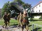 Vojaci v historických uniformách počas osláv 70. výročia SNP v Banskej Bystrici.