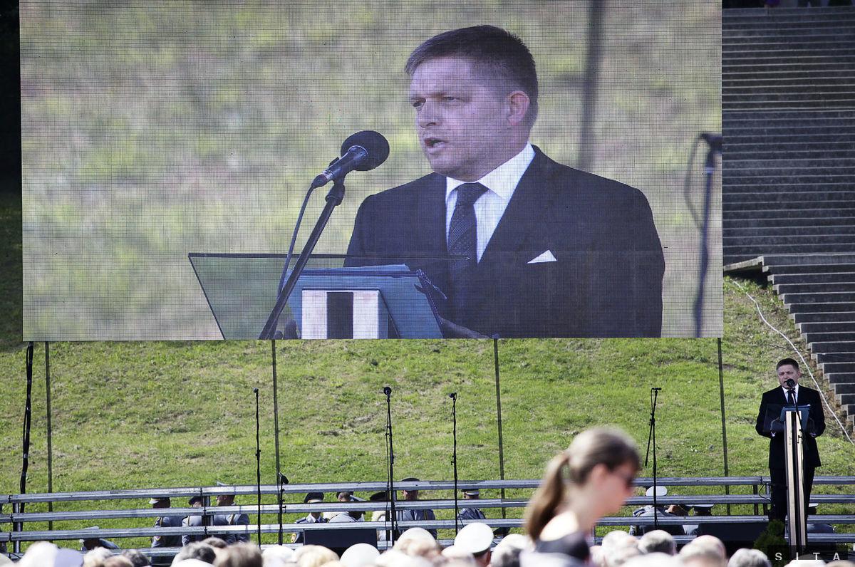 Premier Robert Fico počas prejavu pri Pamätníku SNP.