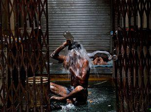 bezdomovci, India, kúpeľ