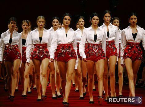 To najlepšie z módy v Miláne: 70-te roky sú späť! Aj ženskosť v tanci