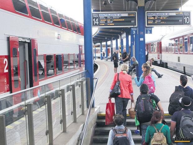 vlak, stanica, železnice, doprava, Bratislava