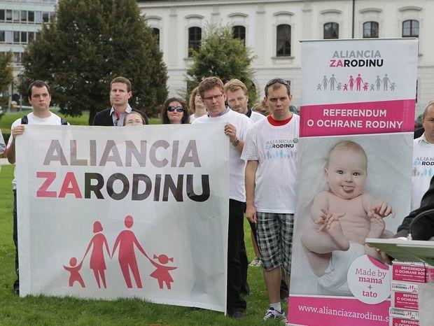 http://ipravda.sk/res/2014/10/28/thumbs/aliancia-za-rodinu-referendum-nestandard2.jpg