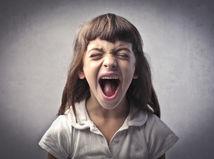 škaredé slovo - nadávka - dieťa - hnev - vulgarizmus