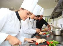 kuchári, učni, kuchyňa