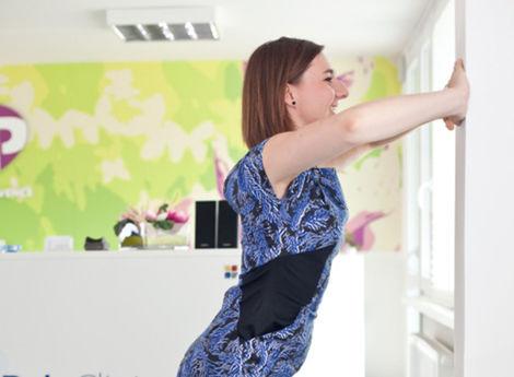 Každého piateho Slováka bolí chrbát. Ako si zacvičiť v kancelárii?
