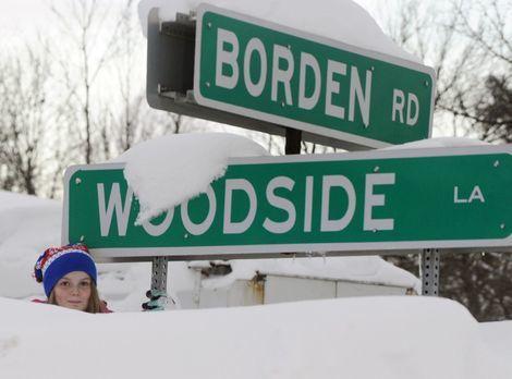 USA: Pod snehom praskajú strechy, úrady evakuujú ľudí