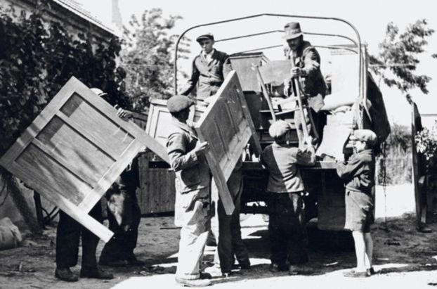 Maďari si sťahovali nábytok.