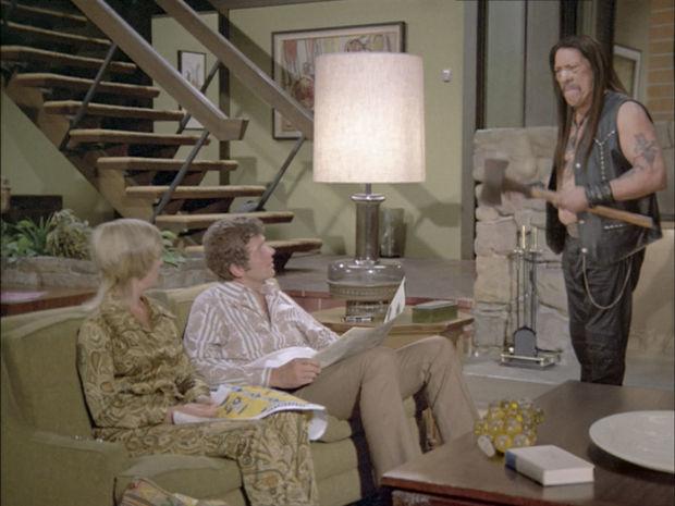 Záber z reklamy na tyčinku značky Snickers s hercom Dannym Trejom.