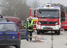 záchranári, hasiči, nehoda, havária