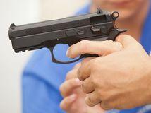 zbraň, pištoľ, strieľanie, streľba, vrah, mŕtvy,