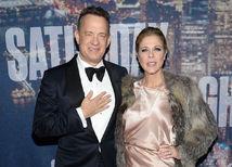 Herec a producent Tom Hanks prišiel v spoločnosti manželky Rity Wilsonovej.