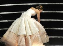 Oscar - kultové momenty - Jennifer Lawrence - pád