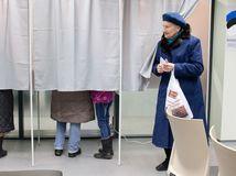 voľby, parlamentné voľby, voliči, urna, Estónsko, Tallin,