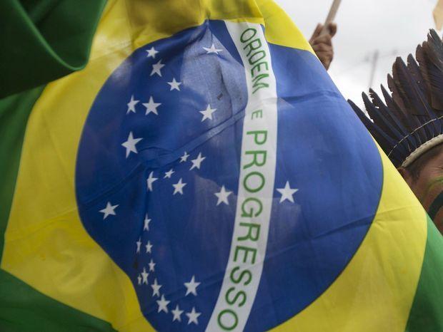 Milión ľudí v brazílii protestuje proti prezidentke a korupcii