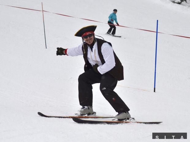 Karneval masiek na lyžiach, masky, lyžovačka, lyžiari, Štrbské Pleso, sneh, Tatry