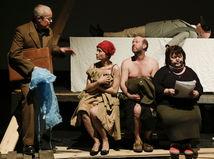 Inscenácia Tabu v divadle SkRAT definuje a obnažuje neradostný životný pocit.