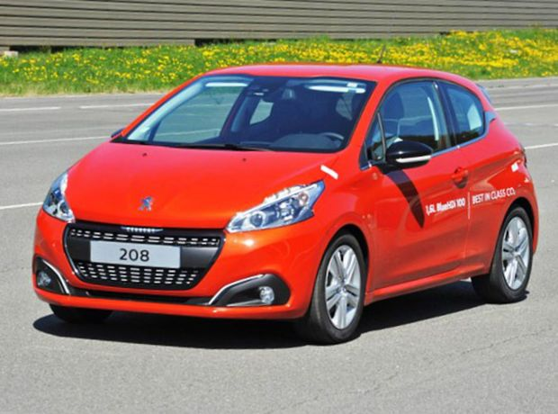 peugeot 208 1 6 bluehdi na jednu n dr 2 152 km magaz n auto. Black Bedroom Furniture Sets. Home Design Ideas
