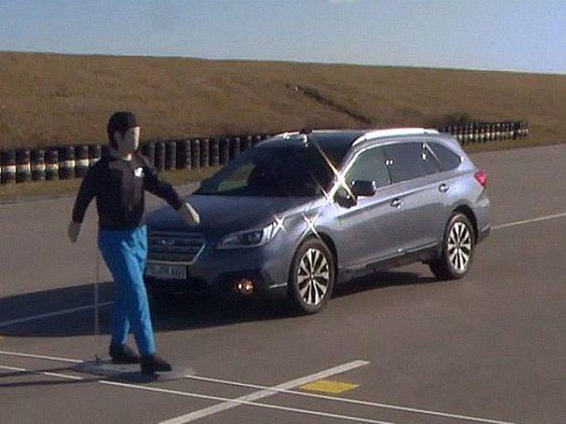 Jediným modelom zo šiestich testovaných áut, ktorý dokázal zastaviť pred chodcom bez akéhokoľvek kontaktu, bolo Subaru Outback. Jeho systém EyeSight je bezchybný.