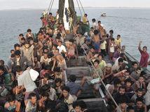 migranti, utečenci, loď, more,