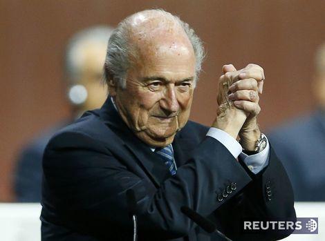 Odpúšťam, ale nezabúdam, varoval Európu staronový šéf Blatter