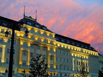 hotel, budova, západ slnka, Carlton, Bratislava, ubytovanie, turisti, bývanie, prenocovanie, návštevníci, cestovný ruch