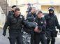 Polícia pre výtržnosti na Hrade zatkla najmenej dve desiatky extrémistov.
