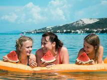 Chorvátsko, more, rodina, melón, dyňa, plávanie, nafukovačka, dcéry, smiech, matka, slnko, leto