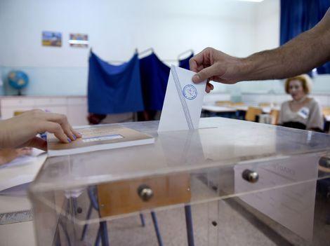 Online: Gréci hlasujú v referende o návrhu veriteľov
