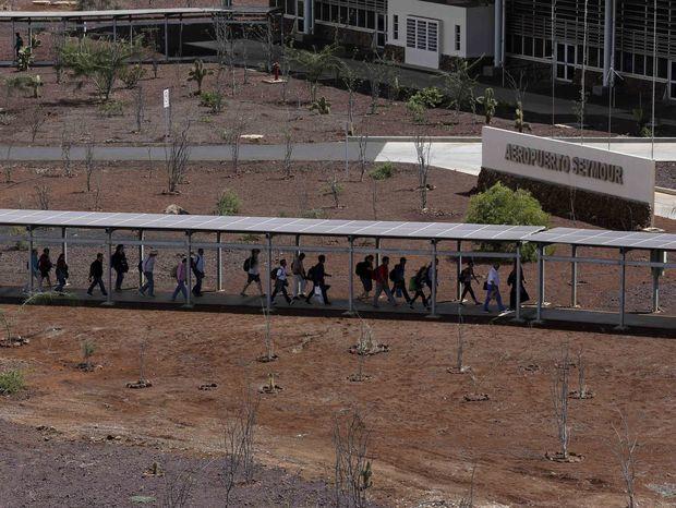 Ekoletisko na Galapágoch a turisti.
