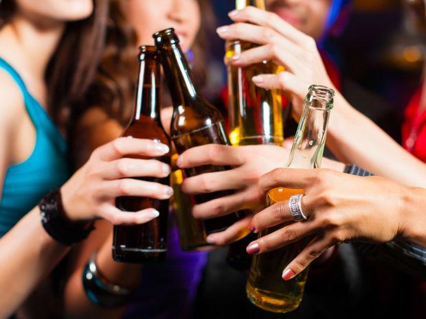 alkohol, žena, kamarátky, párty