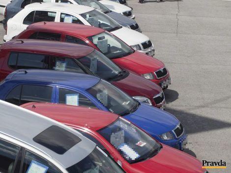 Majiteľ 107 áut bol na sociálnych dávkach