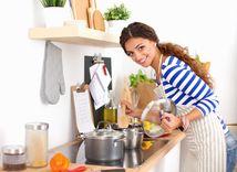 žena, varenie, kuchyňa