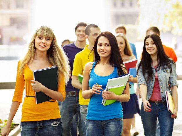 štúdium, študenti, mládež, práca
