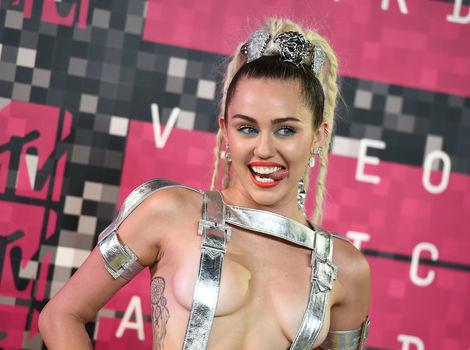 Ceny MTV ovládla polonahá Cyrus, West ohlásil kandidatúru na prezidenta
