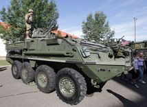 USA, vojenský konvoj, vojaci