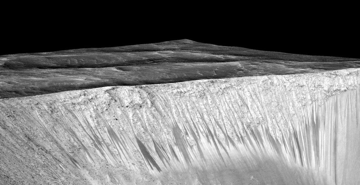 Tmavé prúdy na svahoch Marsu sú tečúcou vodou.
