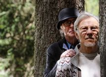 Fred (Michael Caine) a Mick (Harvey Keitel) Paola Sorrentina Mladosť.
