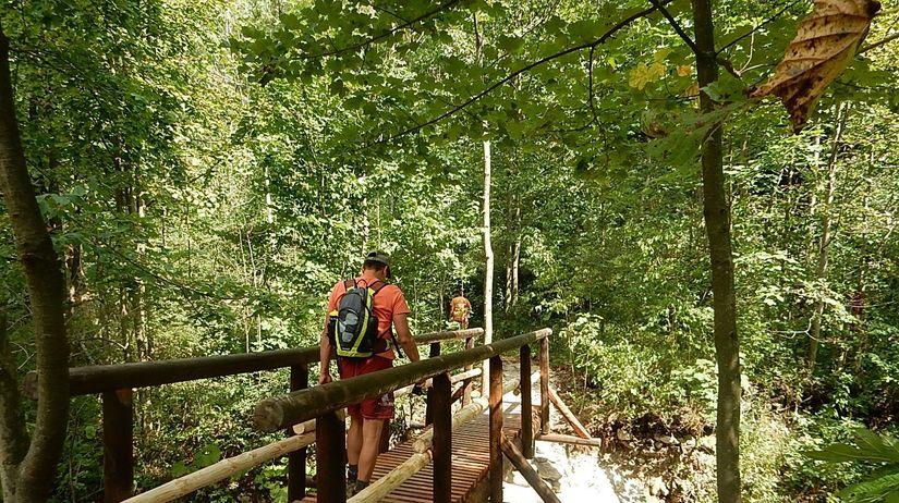 ec97fa238 Belské skaly v Malej Fatre dostali nové vyhliadky aj mostík cez potok -  Hory - Cestovanie - Pravda.sk