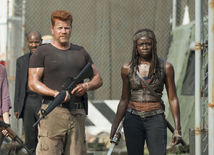 Michael Cudlitz ako Abraham a herečka Danai Gurira ako Michonne v seriáli Walking Dead