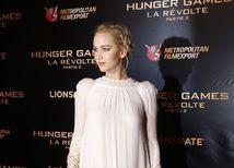 Herečka Jennifer Lawrence v kreácii Dior v Paríži.