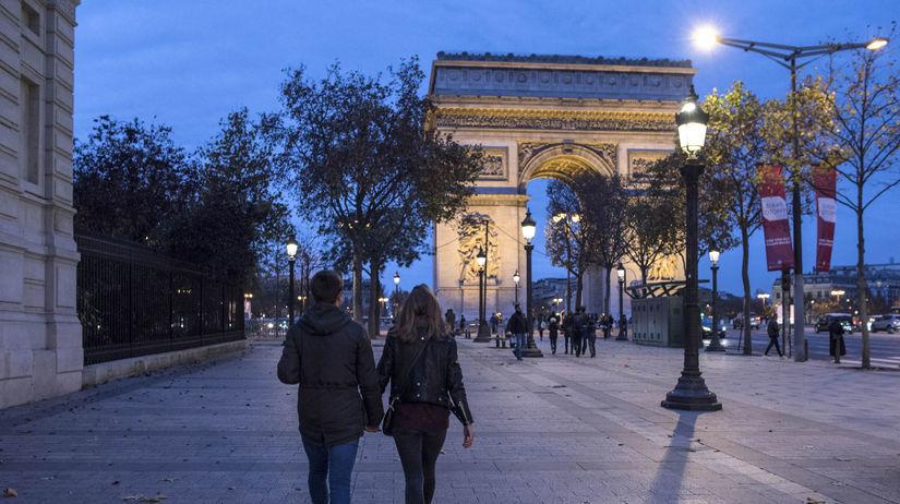 b877b1285 Parížsky bulvár Champs-Élysées bude jednu nedeľu v mesiaci pešou zónou -  Mestá - Cestovanie - Pravda.sk