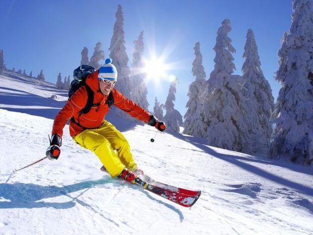 lyžiar, lyžovanie, lyžovačka, lyže, zima, sneh, overal,