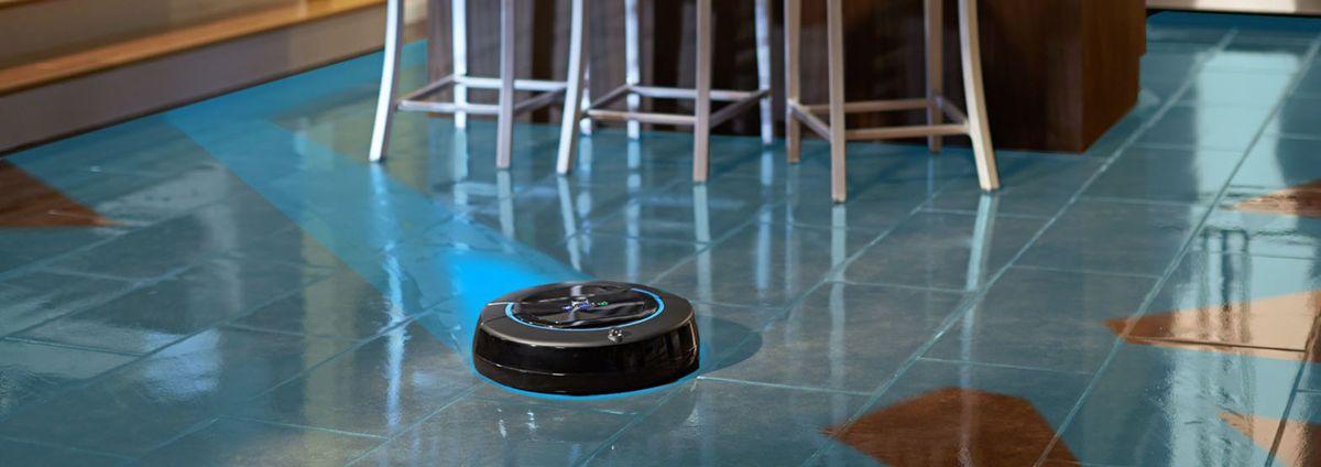 iRobot Scooba podlahu umýva v troch cykloch. Použiť možno čistú vodu alebo špeciálny antibakteriálny prípravok.